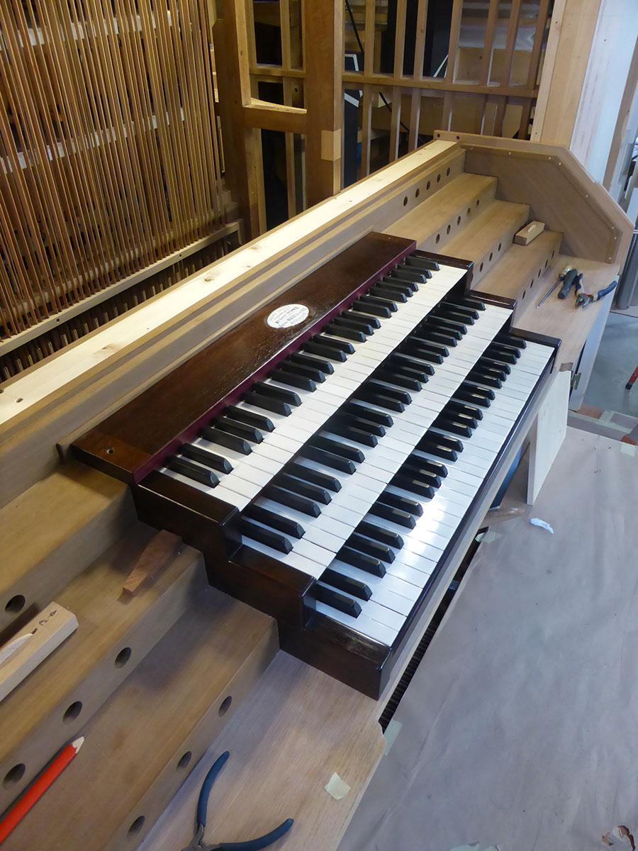 claviers et vergettes assurant la transmission du mouvement des claviers