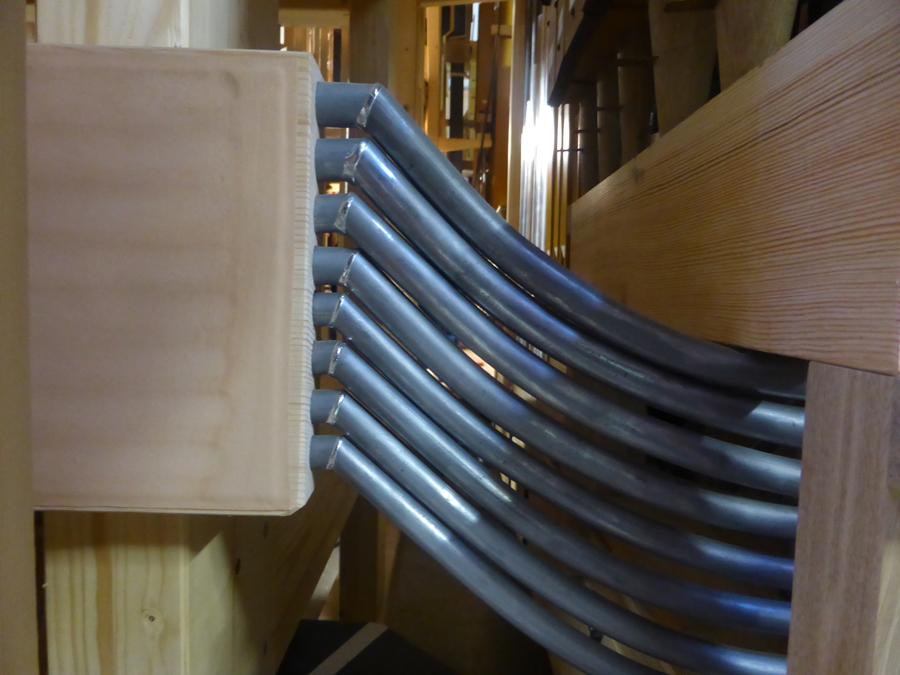 gros plan sur les postages (acheminement du vent vers les tuyaux situés en-dehors du sommier)