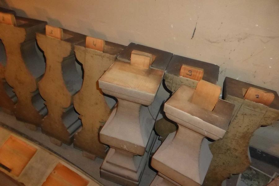 pour laisser place au positif de dos il a fallu démonter la balustrade du XIXè siècle